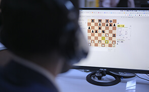 Stream -Crushing 2300 rating field with ChessMood Openings
